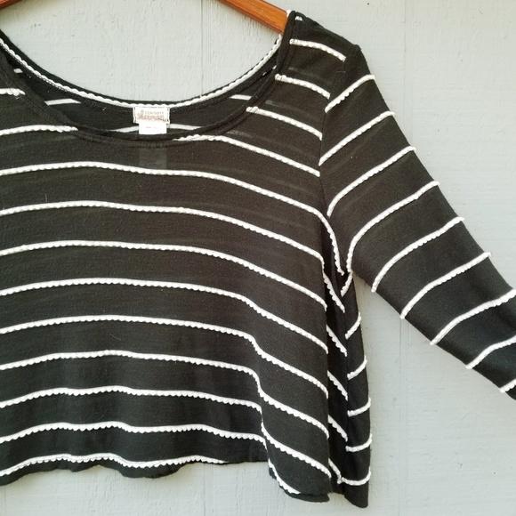 a25f67bf2b46f ... Scalloped Striped Crop Top Small. M 5a7f692445b30cd802cd95d7